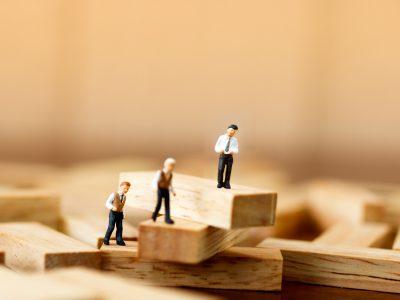 Unternehmensnachfolge ist ein sensibles, häufig emotional besetztes Thema. Für einen langjährigen Unternehmenslenker bedeutet es, sich mit Themen wie Älterwerden, Loslassen, Ruhestand auseinanderzusetzen und sein Lebenswerk in andere Hände abzugeben.