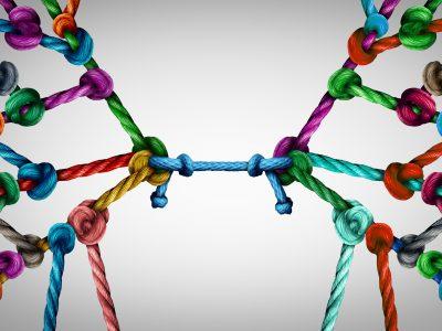 Konflikte in Teams verlaufen meist in typischen Konfliktphasen. Diese Konfliktphasen zu kennen, hilft bei der effizienten Bearbeitung und Lösung von Konflikten im Team.